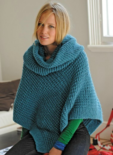 Modele de poncho a tricoter pour femme gratuit laine et tricot - Laine pour tricoter avec les bras ...