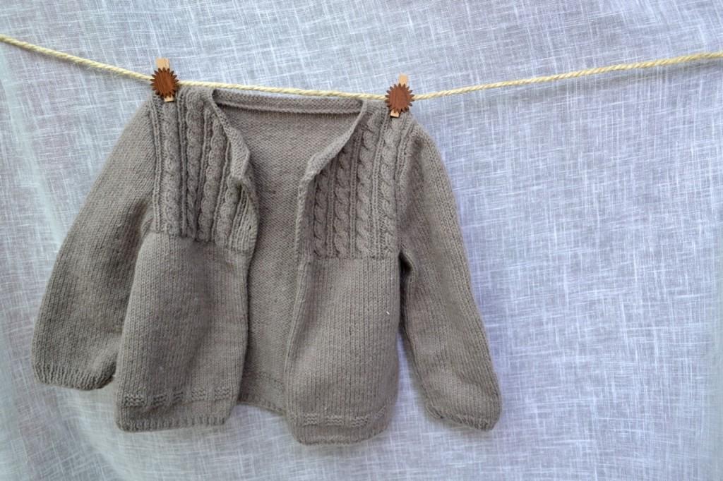 tricot veste b b laine et tricot. Black Bedroom Furniture Sets. Home Design Ideas