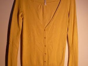 gilet jaune femme laine et tricot. Black Bedroom Furniture Sets. Home Design Ideas