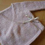 Cache coeur tricot bébé