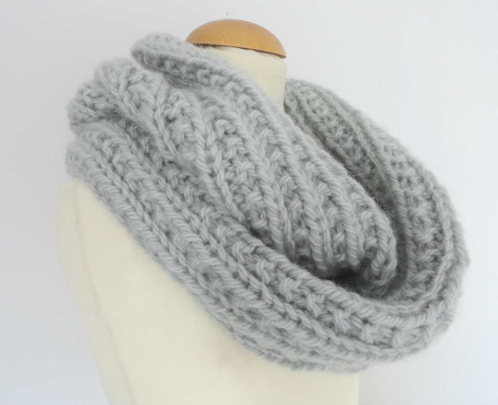 Snood tricot tuto laine et tricot - Modele mitaine tricot facile ...